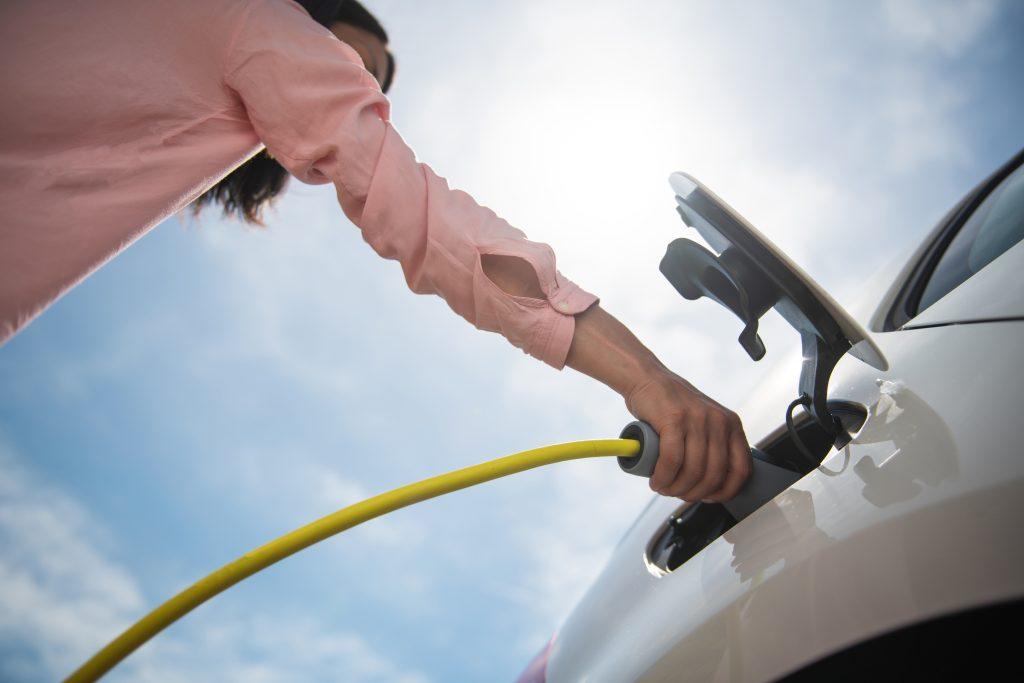 Perché comprare un'auto 100% elettrica? Luca Gori di RRG Roma risponde alle 5 domande che ogni automobilista avrebbe voluto fare