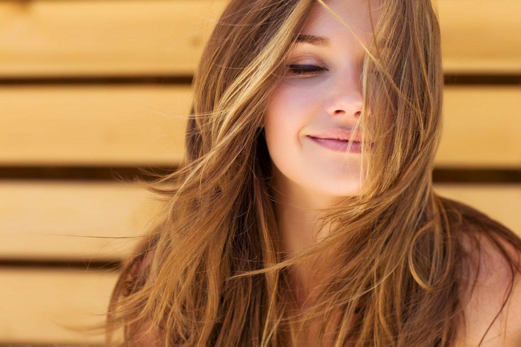 Le 5 domande che avreste sempre voluto fare per sconfiggere i capelli crespi: ecco le risposte di Antonio Morici, l'hairstylist del Trieste-Salario