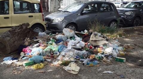 Degrado intorno alla stazione Tiburtina (foto dal gruppo Facebook Roma Pulita)