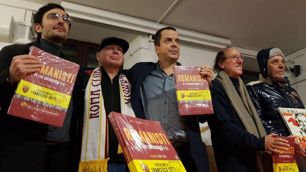 """Al centro da destra: Vittorio Lombardi, """"papà"""" della Canzona di Testaccio"""", Adriano Stabile, curatore del volume, Juha Ahtinen, tifoso finlandese"""
