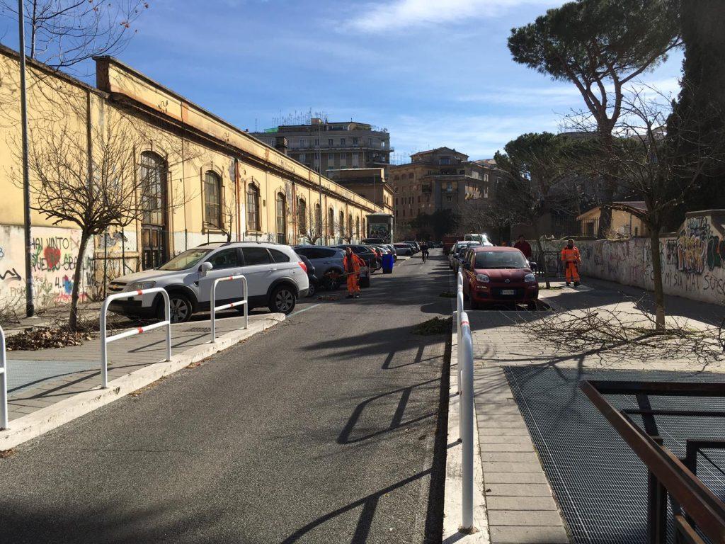 Gli interventi di pulizia in via Monte Nero