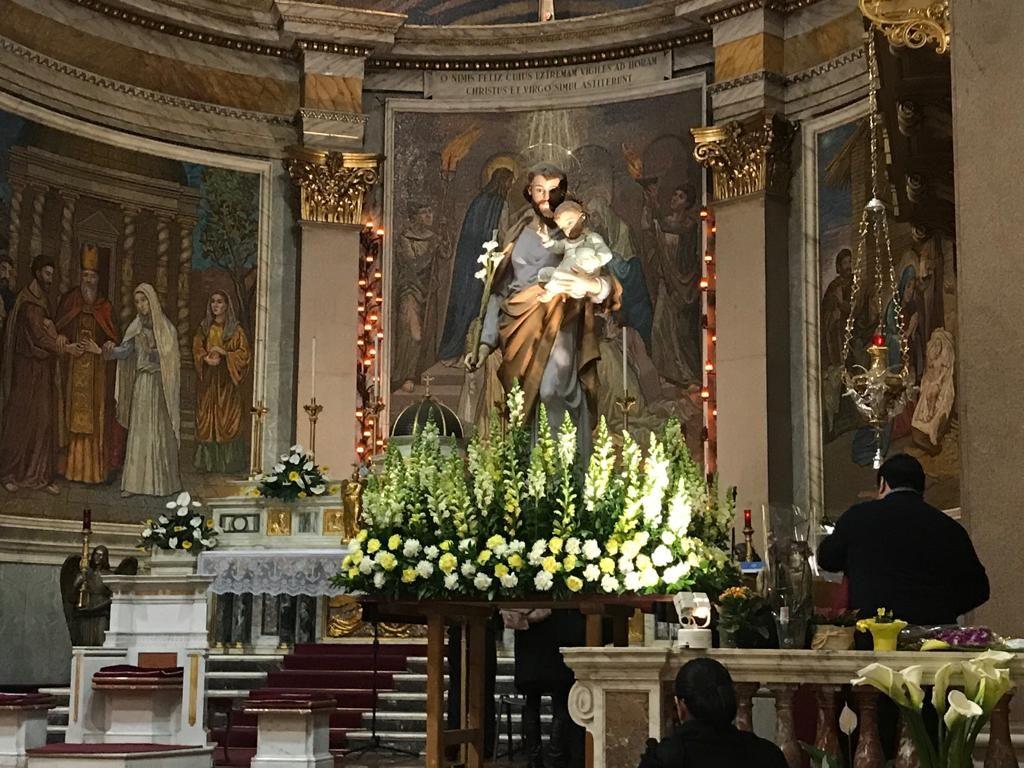 La statua di San Giuseppe posizionata sull'altare della basilica San Giuseppe al Trionfale