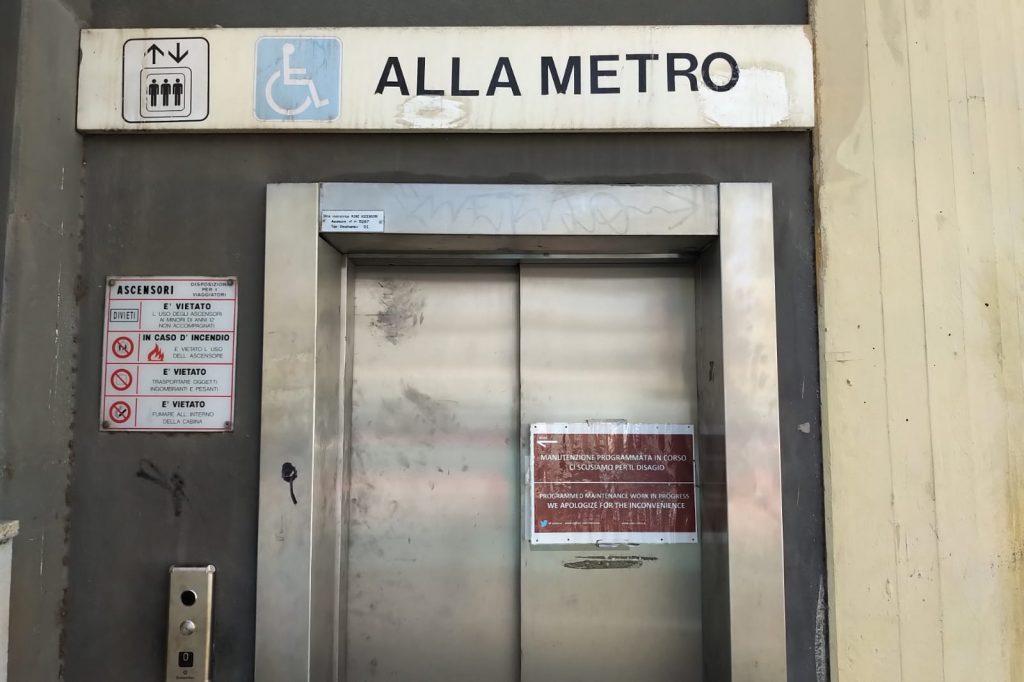 L'ascensore della stazione Cipro