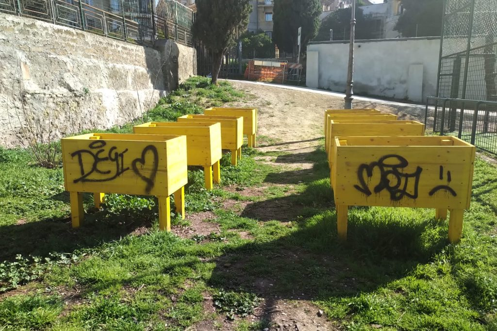 Gli orti urbani imbrattati