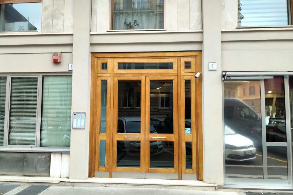 L'ingresso di GiustiziAnimale in via Viriglio
