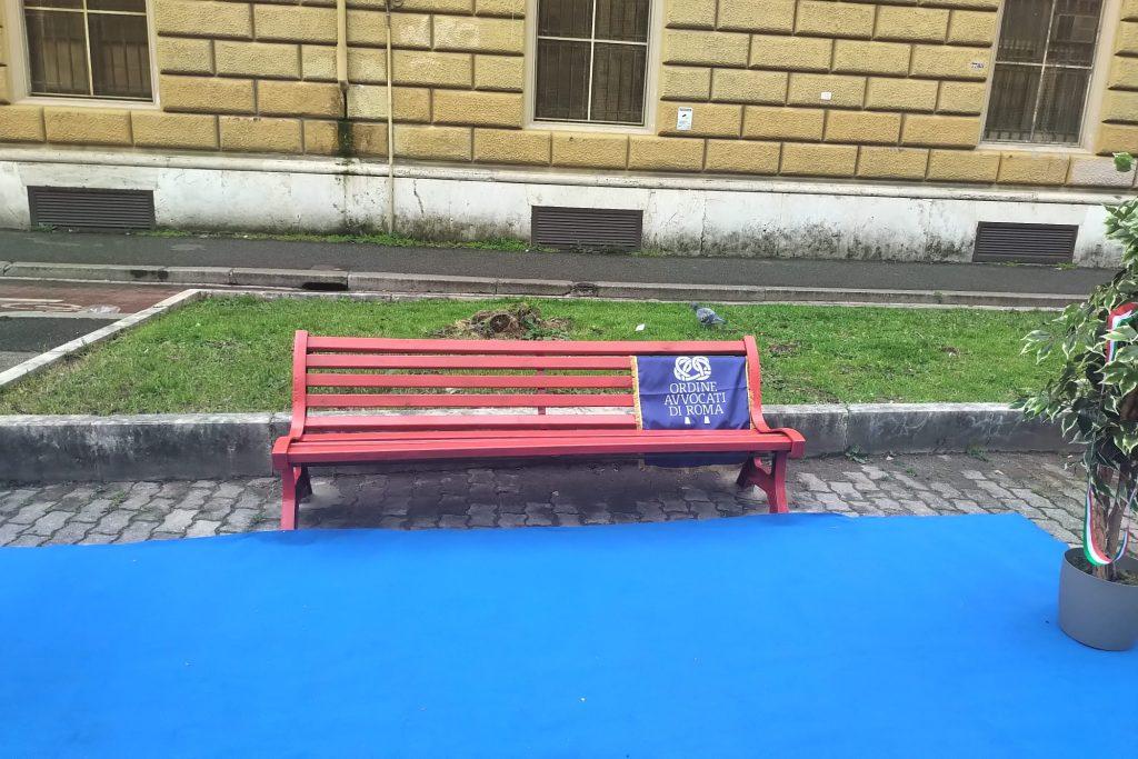 La Panchina Rossa in via Lepanto