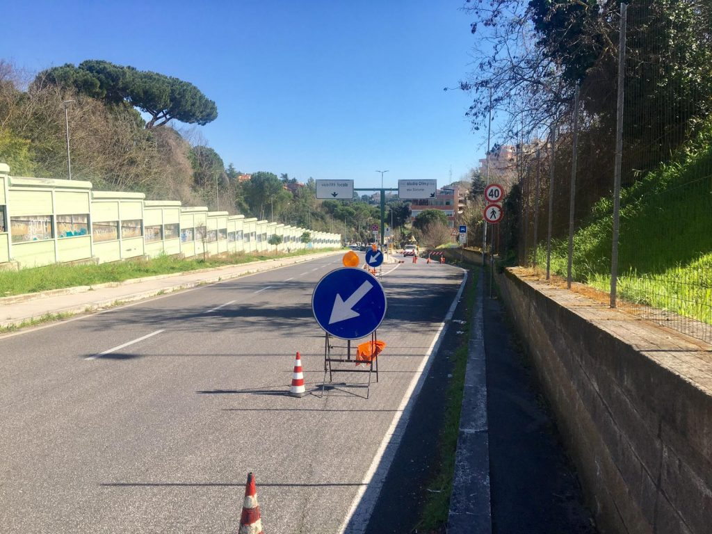 Il tratto di strada per accedere alla canna sud della Galleria Giovanni XXIII
