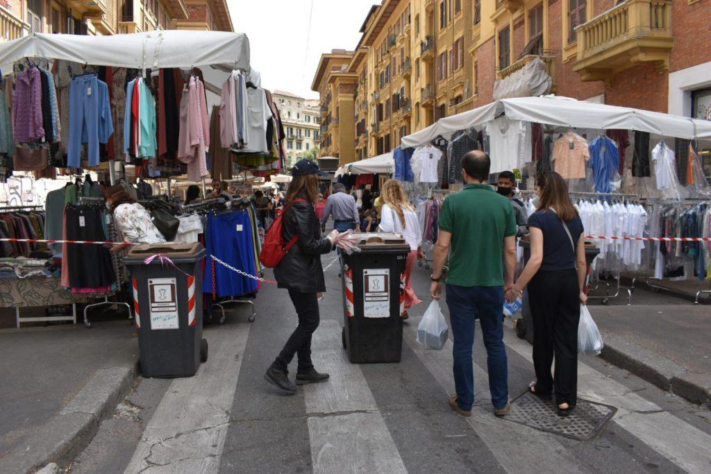 L'accesso al mercato da via Giuseppe Ferrari