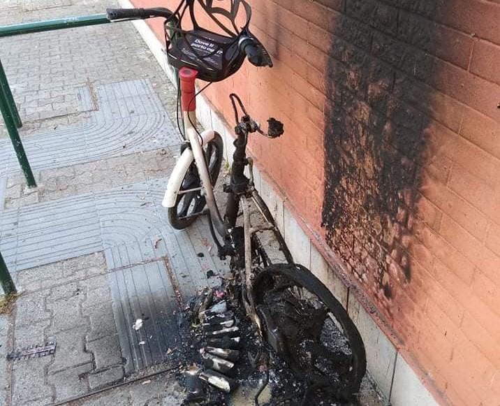 La bicicletta bruciata