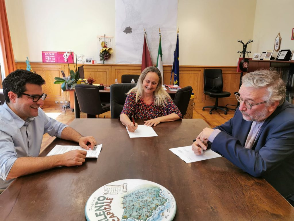 Emiliano Monteverde, Sabrina Alfonsi e Pietro Protrasi firmano il protocollo tra I Municipio ed Emergency