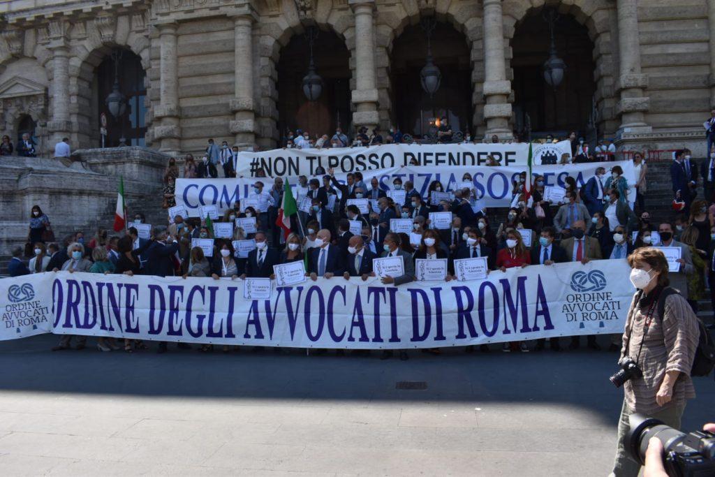 Manifestazione degli avvocati a piazza Cavour