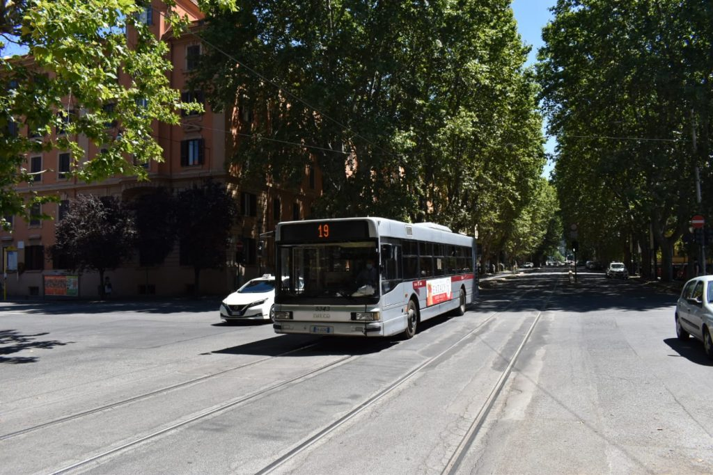 Una navetta sostitutiva del tram 19