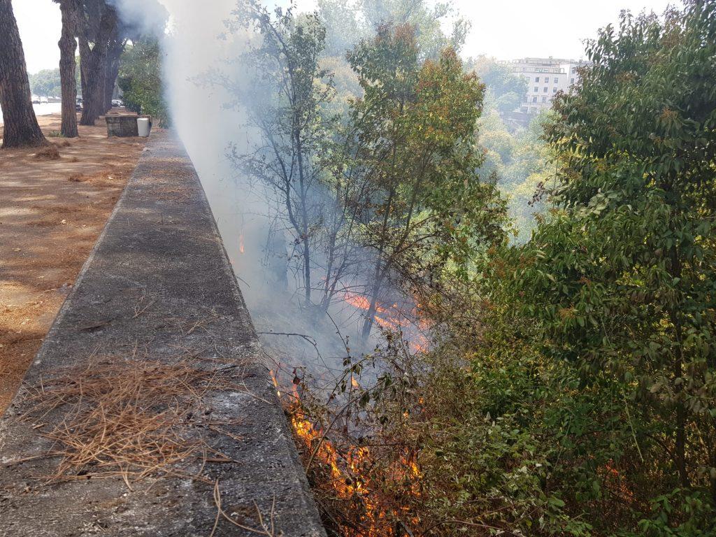 Incendio Lungotevere delle Navi