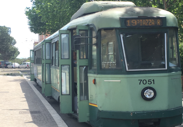 Un tram della linea 19
