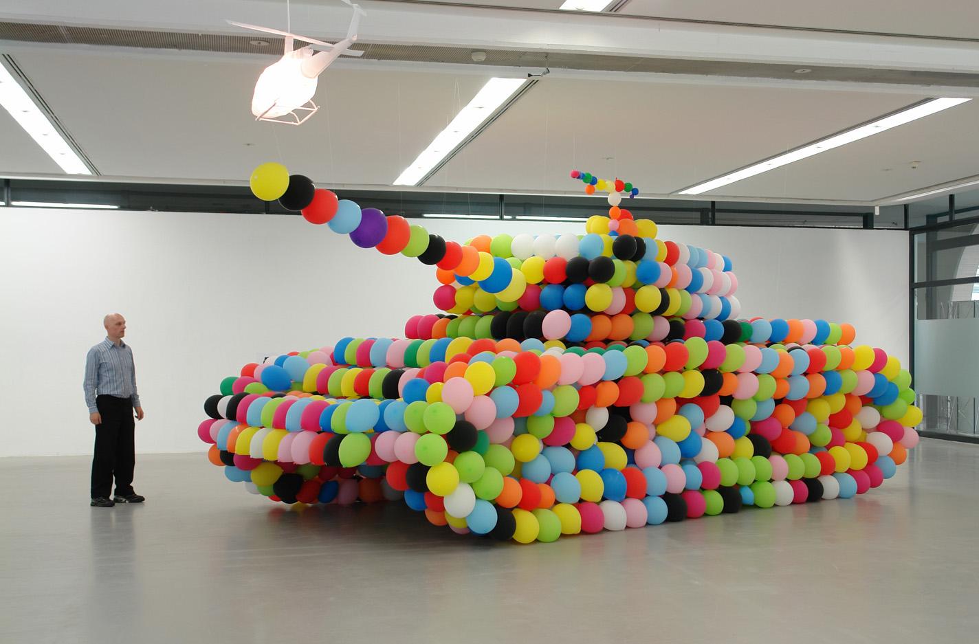Una delle opere del Balloon Museum