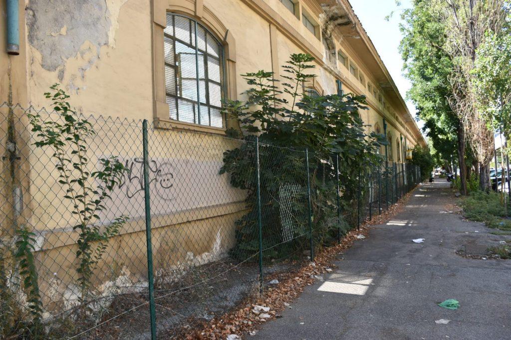La recinzione in viale Carso