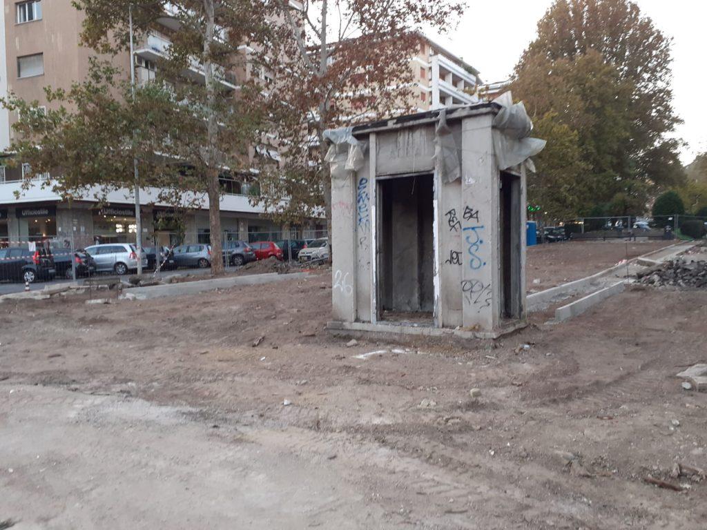 La cabina Acea in via di smantellamento. Foto di Emanuele Mariani