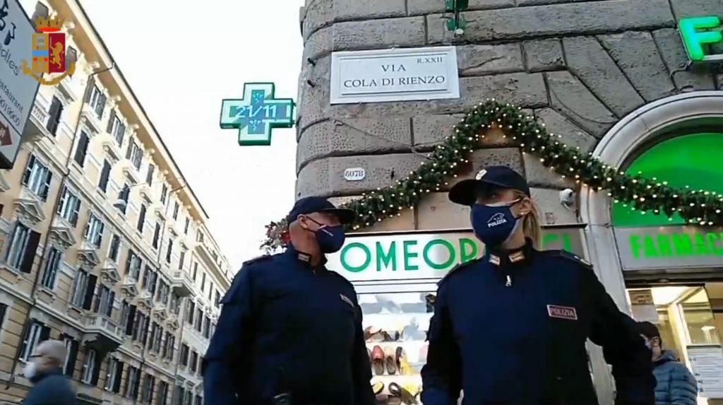 Polizia schierata in via Cola di Rienzo