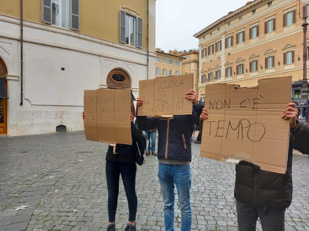 Protesta degli studenti a Montecitorio