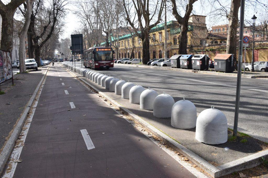 """I """"panettoni"""" di cemento in viale Angelico"""