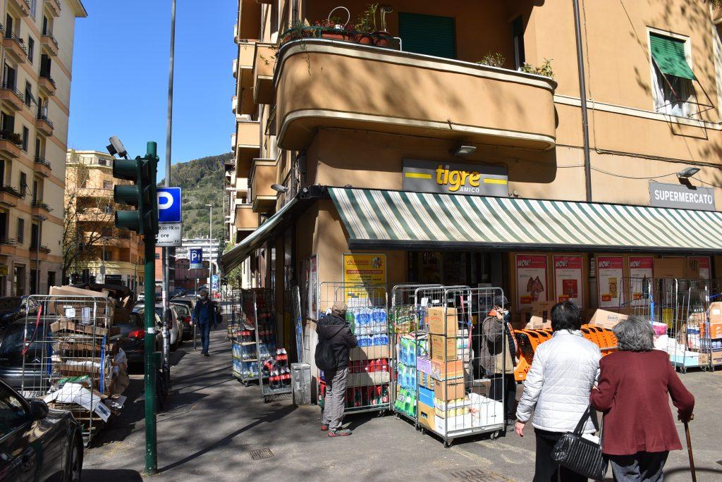 """Il """"supermercato solidale"""" del quartiere"""