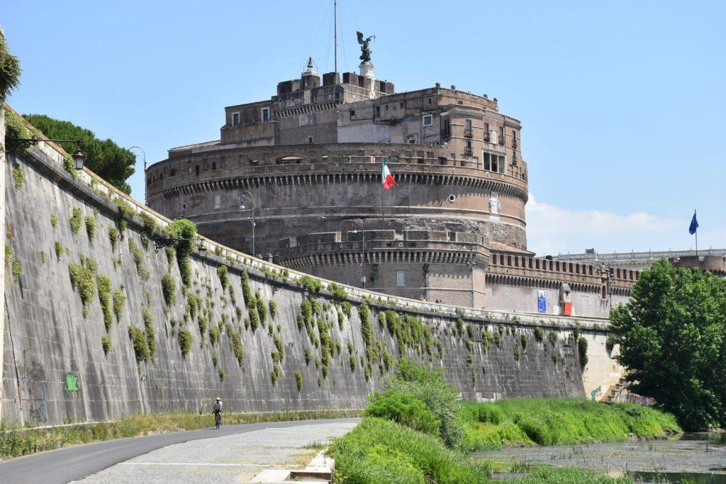 Castel Sant'Angelo visto dalla ciclabile Tevere
