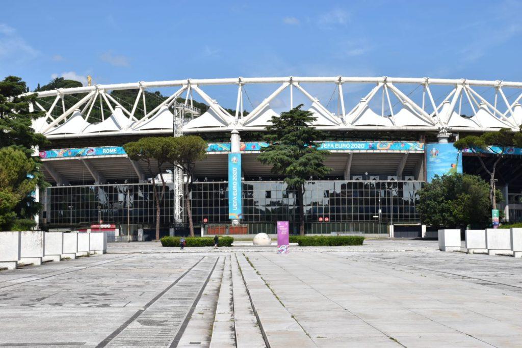 Lo stadio Olimpico con i colori di Euro 2020