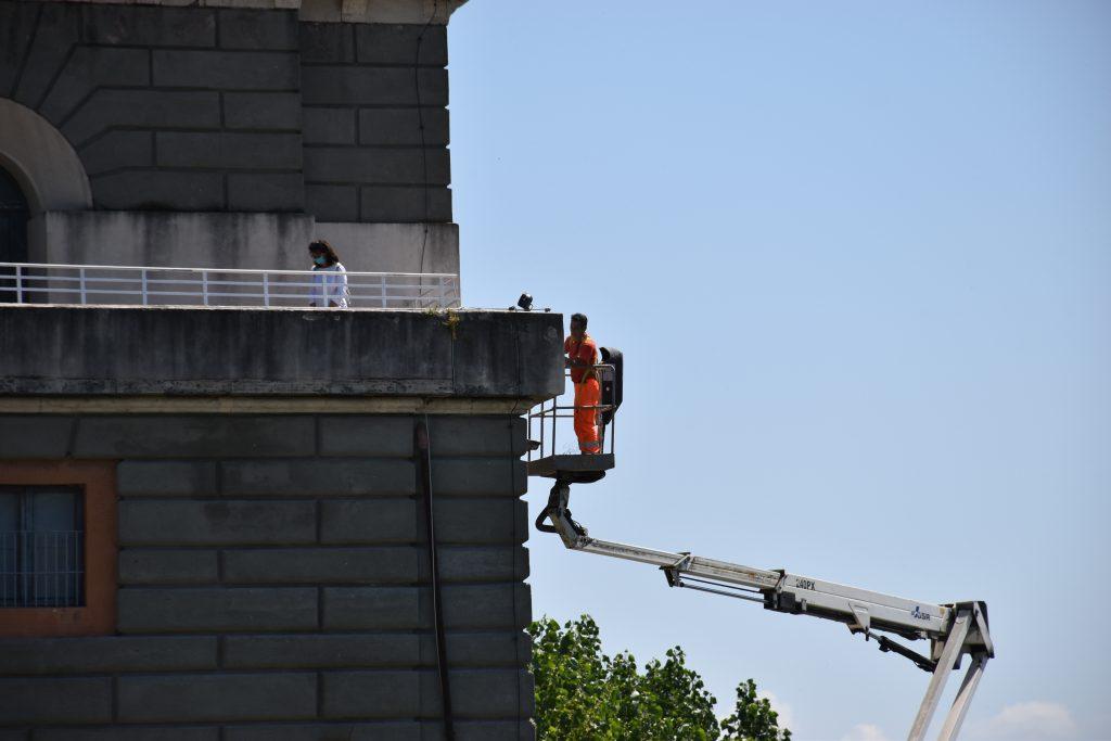 Tecnici al lavoro sulla torretta Valadier