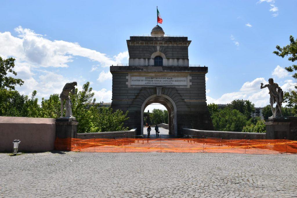Ponte Milvio chiuso al traffico pedonale