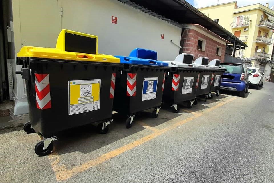 I nuovi cassonetti. Foto dalla pagina Facebook del consigliere Alessandro Volpi