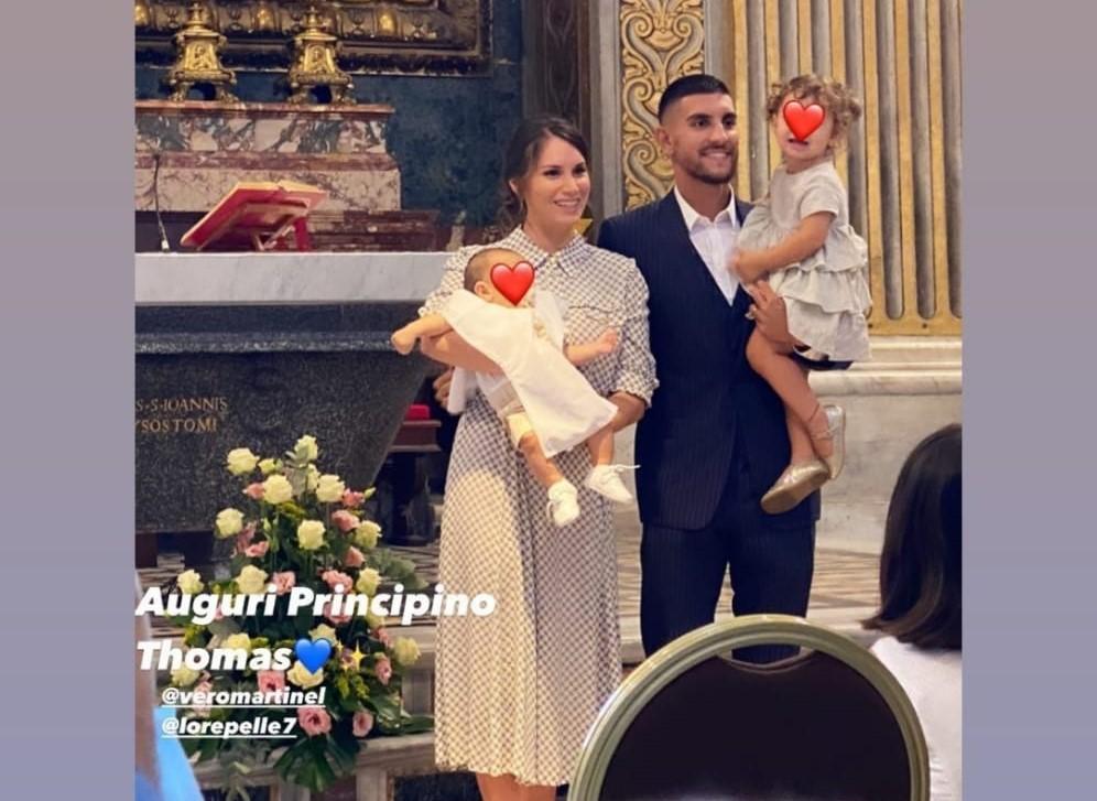 Veronica Martinelli e Lorenzo Pellegrini con i figli. Foto dal profilo Instagram di Veronica Martinelli