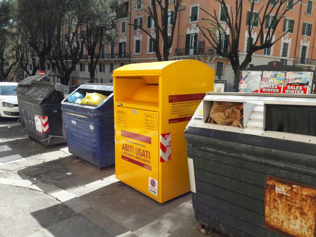 new concept 45a51 33878 Raccolta abiti usati, spuntano i contenitori. Ma i residenti ...