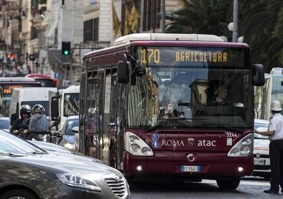 trasporto pubblico dal campidoglio ok ad atac per l 39 acquisto di 320 nuovi bus trieste salario. Black Bedroom Furniture Sets. Home Design Ideas