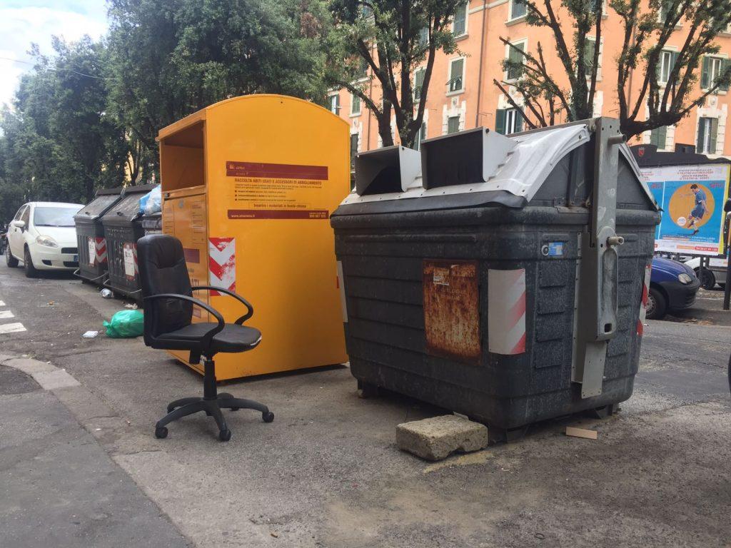 Sedie Ufficio Trieste : Via chiana lufficio in strada si completa: dopo la scrivania