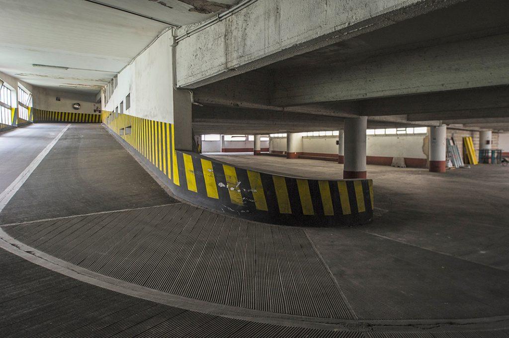 MAGGIO - Il parcheggio del mercato di via Chiana ancora non viene riaperto: deve essere messo in sicurezza il piano seminterrato