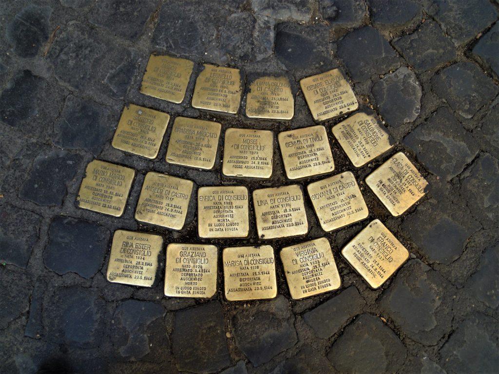 Le pietre d'inciampo per le vittime della Shoah