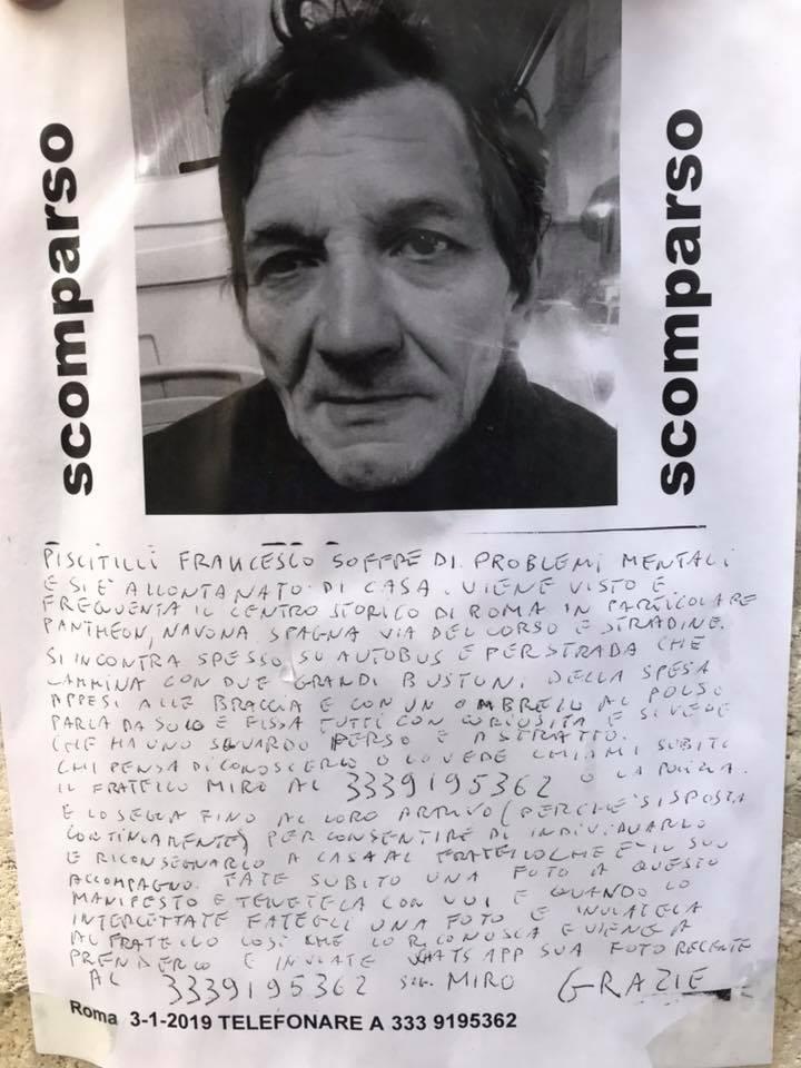 L'avviso dell'uomo scomparso affisso in piazza Buenos Aires