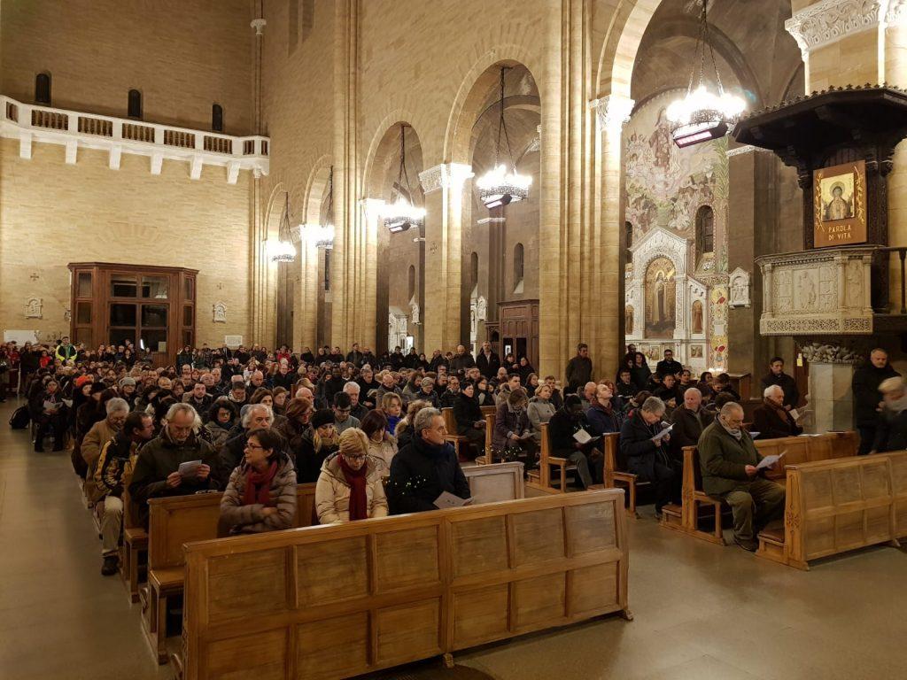 Tanti abitanti del quartiere, nella chiesa di Santa Teresa d'Avila, hanno partecipato alla preghiera, insieme ai volontari della comunità di Sant'Egidio, per ricordare Nereo