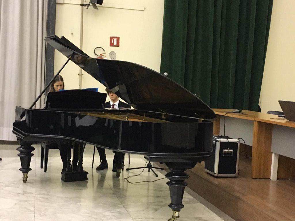 """""""Woodstock"""": il concerto classico-moderno nell'aula magna del Giulio Cesare"""