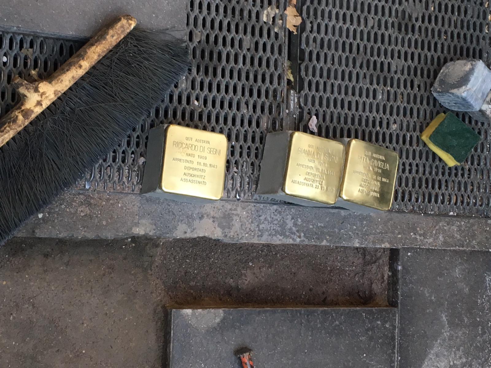 Le pietre d'inciampo posate a piazza Bologna per ricordare Rita Caviglia, Riccardo Di Segni e Gianna Di Segni