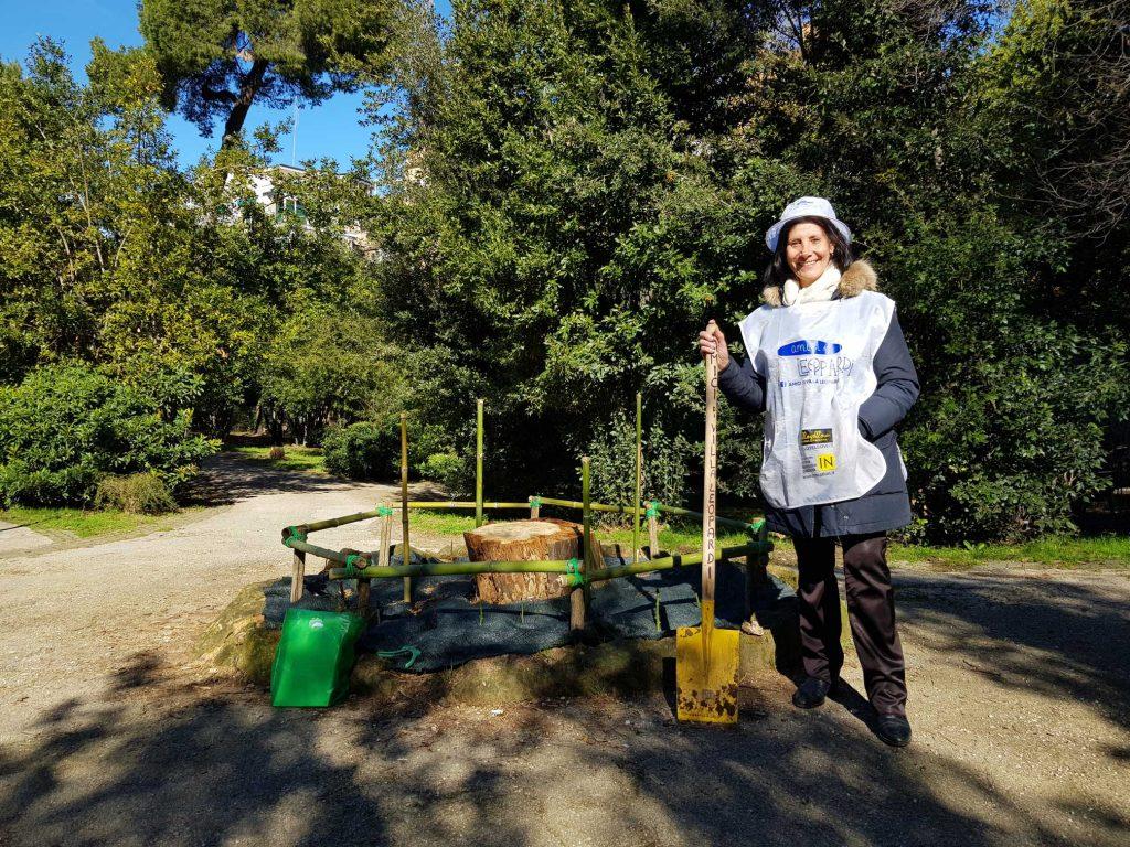 Nicoletta Camboni al lavoro dentro Villa Leopardi