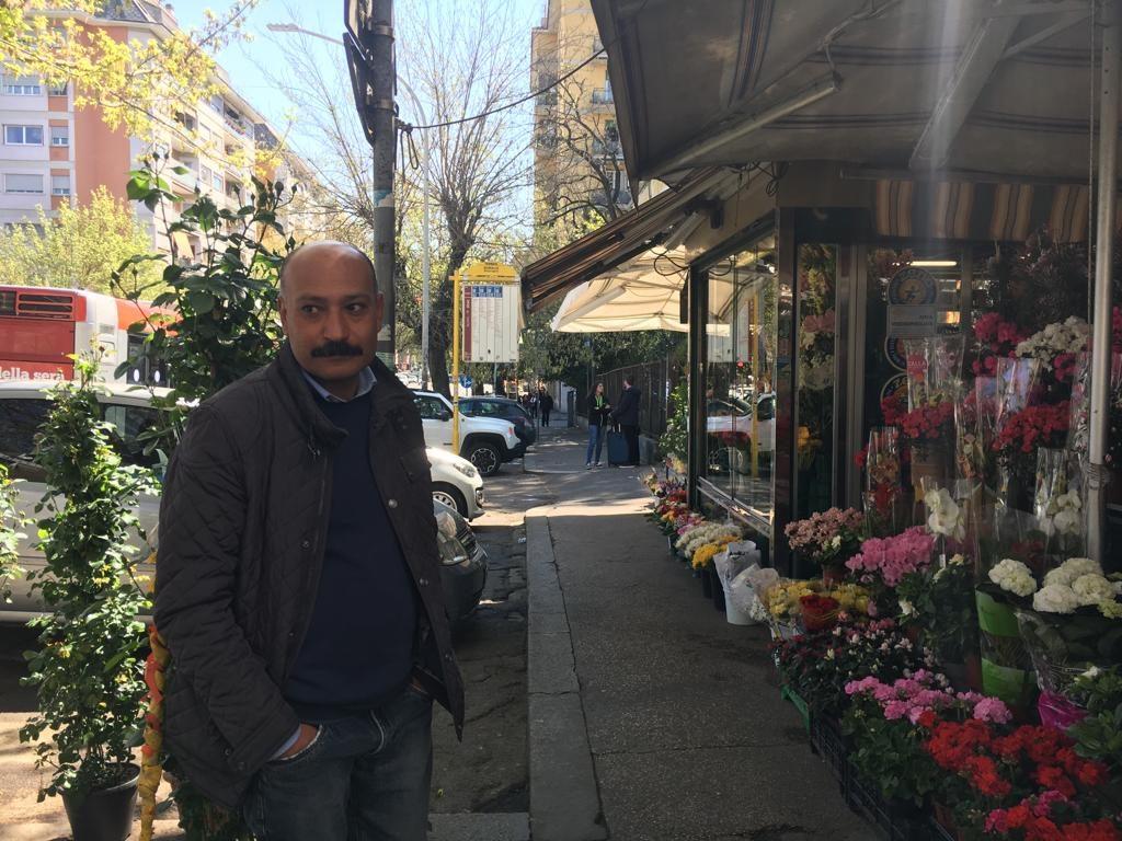 Alessandro, il fioraio che ha realizzato l'orto urbano