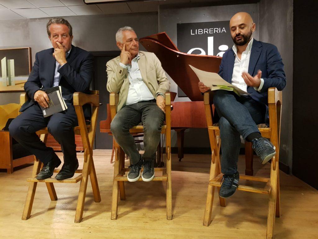 """Bolzoni, autore del libro """"Il Padrino dell'Antimafia"""", racconta come è nata la sua inchiesta, come si è trovato ad essere intercettato, spiato e minacciato. Accanto a lui, Luigi Carletti, direttore di RomaH24, e il giornalista Daniele Galli che lo hanno intervistato"""