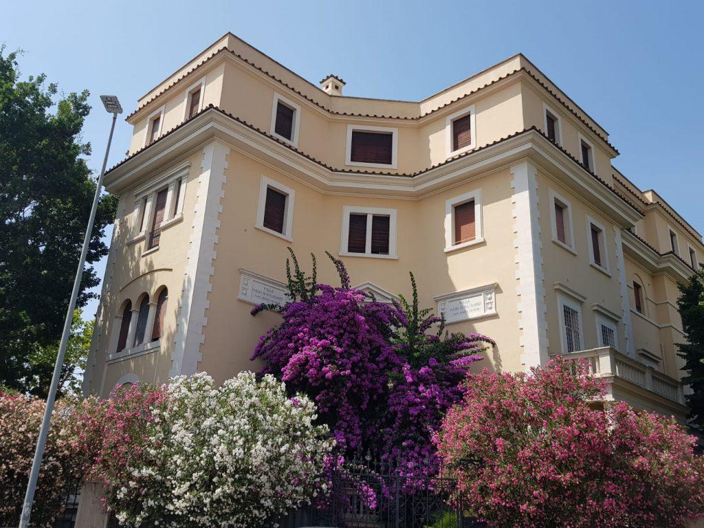 La meravigliosa fioritura che circonda Villa Paolina