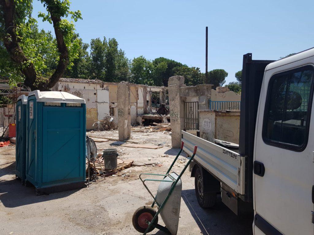 La demolizione ultimata del palazzo in viale Somalia