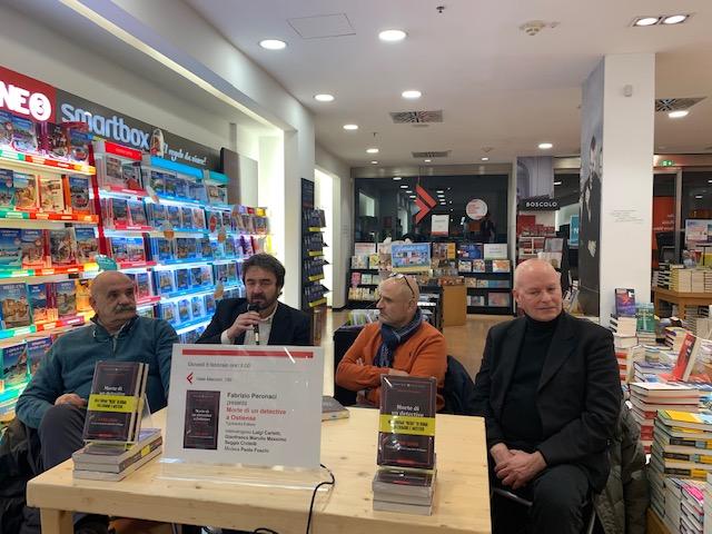 Da sinistra: il criminologo Gianfranco Marullo, l'autore Fabrizio Peronaci, il giornalista Paolo Foschi e Massimo Saggia Civitella, figlio del detective ucciso