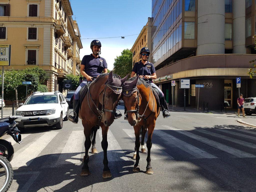I due poliziotti a cavallo