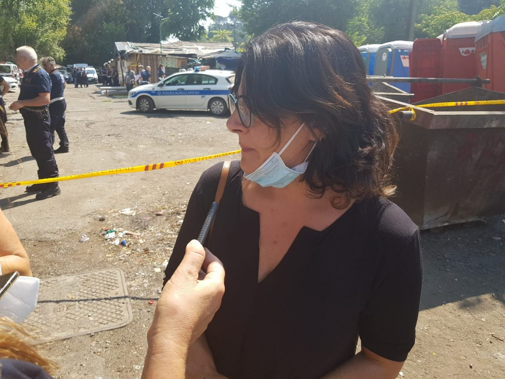 Sopralluogo della presidente del II Municipio, Francesca Del Bello, durante lo sgombero del campo nomadi sull'Olimpica