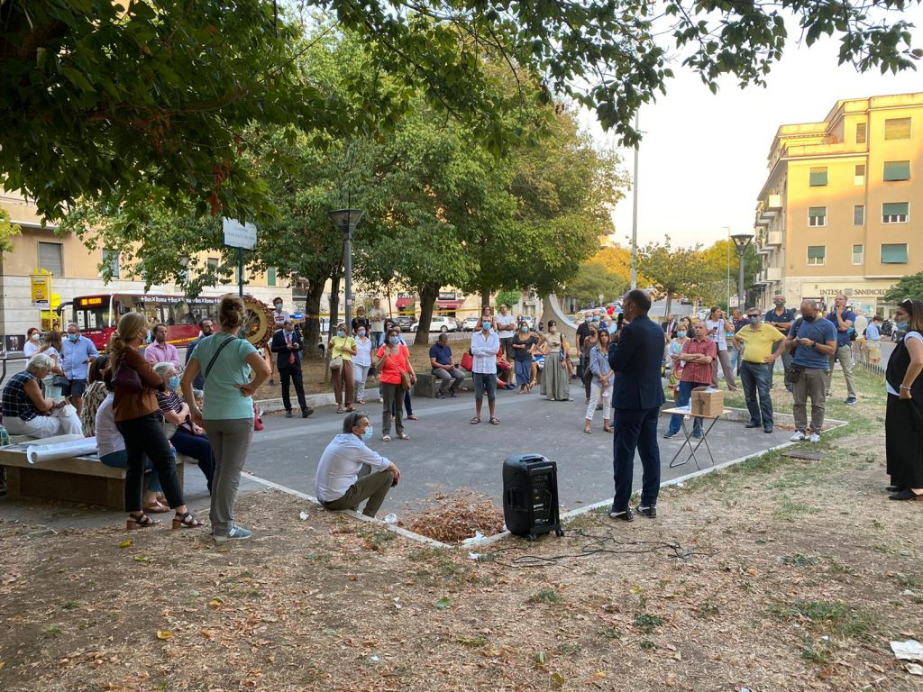 L'assemblea a piazza Vescovio