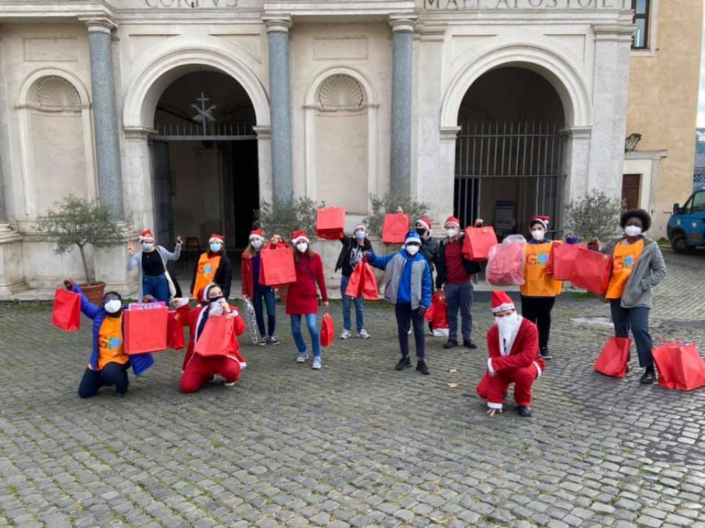 I volontari della Comunità di Sant'Egidio, che anche questo Natale saranno in strada con chi ha più bisogno